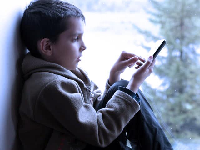 ¿Es posible que sea un juez quien deba decidir con qué frecuencia un niño debe comunicarse con sus progenitores?